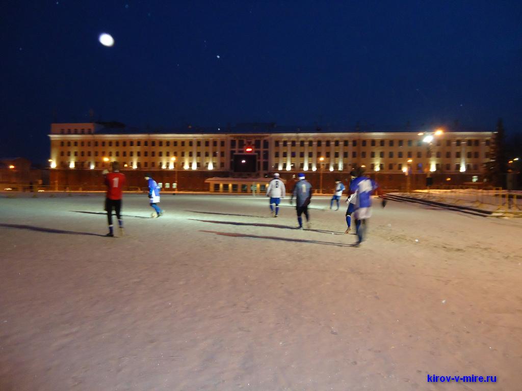 Футбол на театральной площади в Кирове