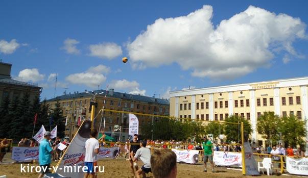 Пляжный волейбол на Театральной площади