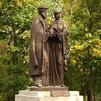 Памятник святым князьям Петру и Февронии в Кирове