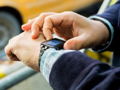 Смарт-часы Pebble с цветным экраном