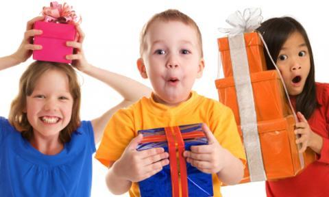 Как выбирать подарки детям