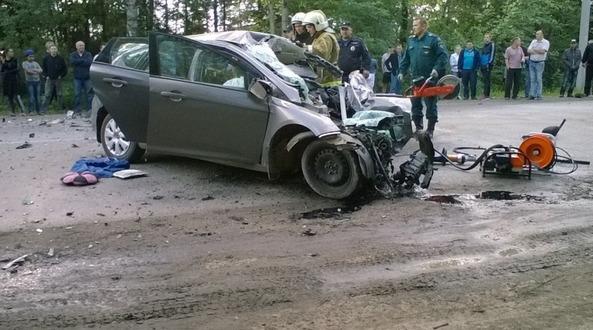 В Кирове столкнулись автобус и «Форд»  один человек погиб  пятеро получили травмы   Авто   Newsler.ru