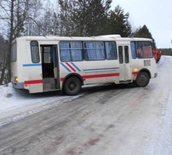В Нолинском районе 26 декабря столкнулись КАМАЗ и рейсовый автобус