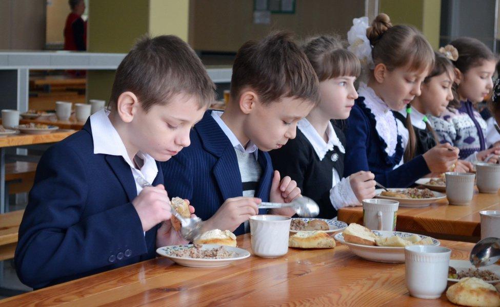 Дети голодают: родители кировских школьников недовольны режимом питания в школах