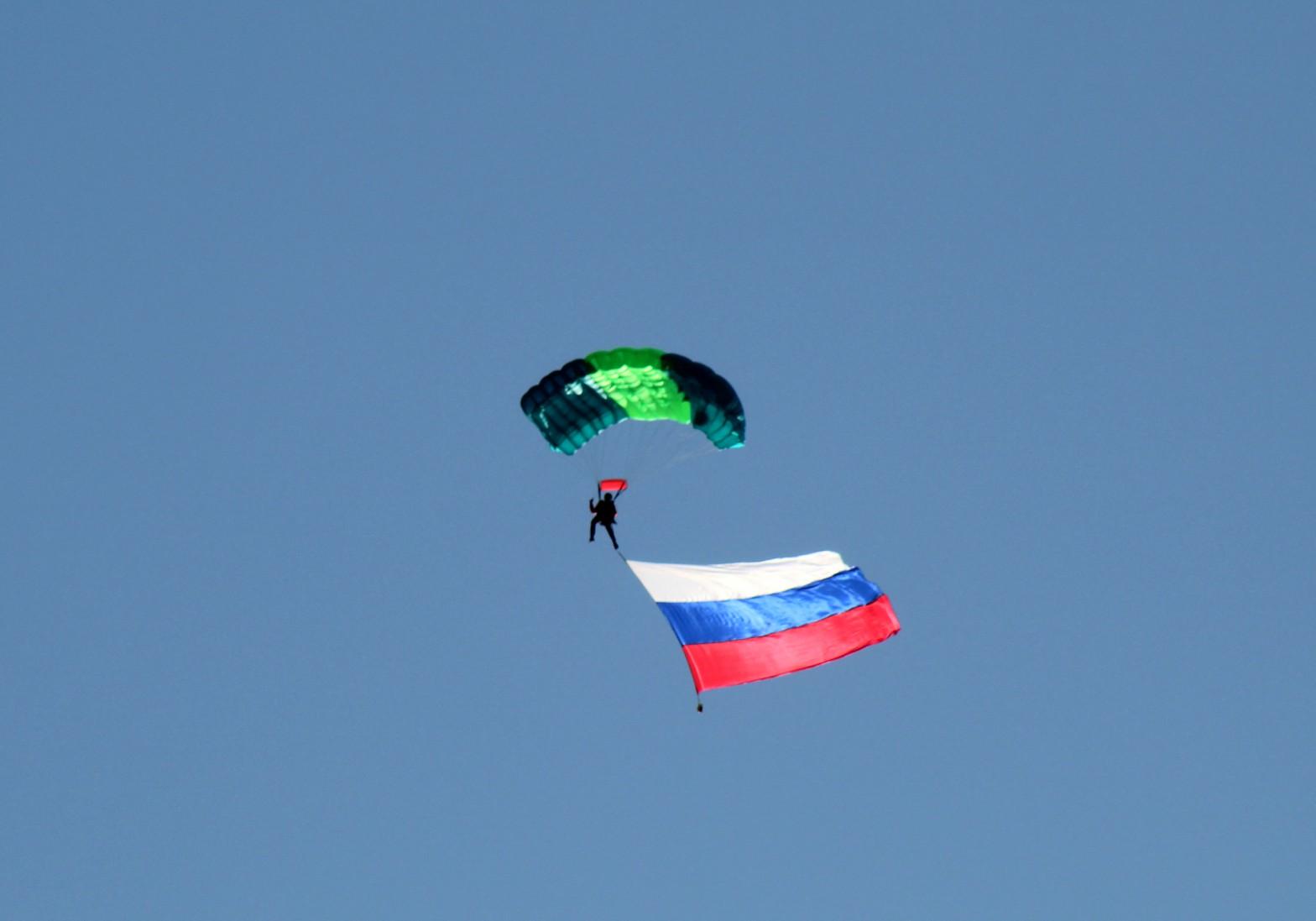 Парашютисты Кирова удивили своим шоу