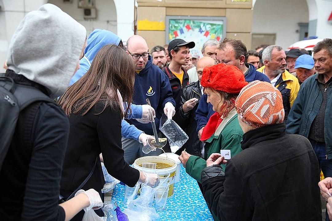 В Кирове будут развозить еду и теплую одежду бездомным