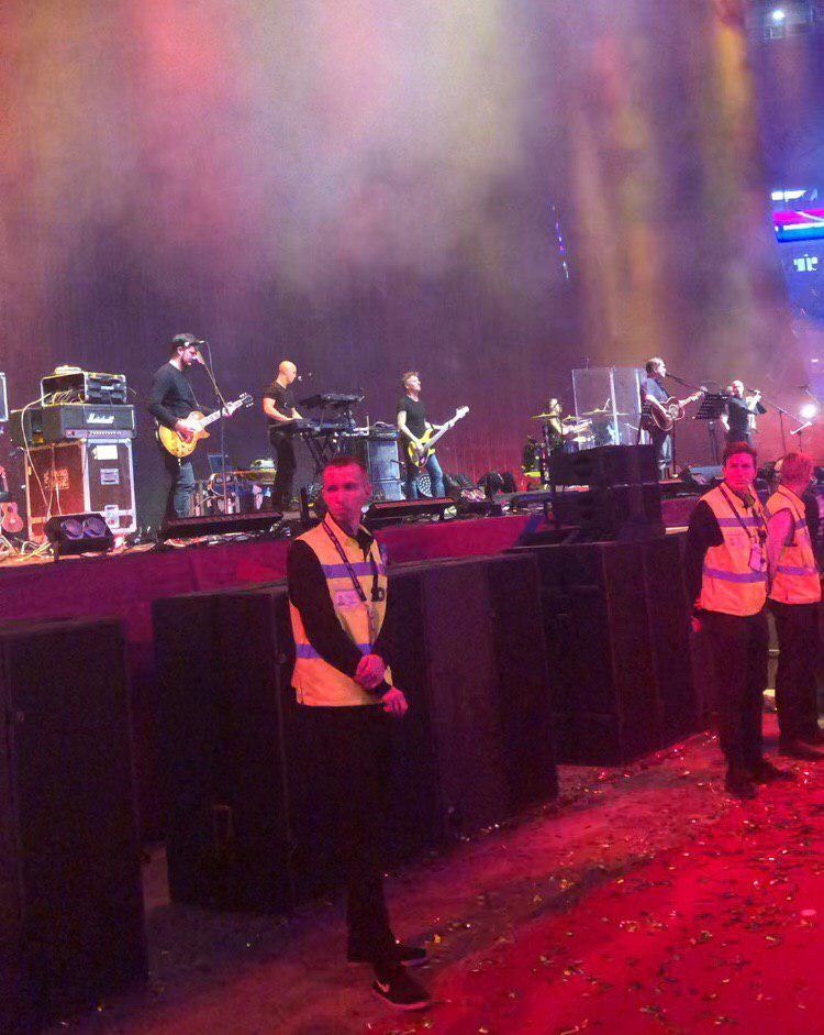 В Санкт- Петербурге случился скандал с концертом ДДТ. Людей грубо отталкивали от сцены