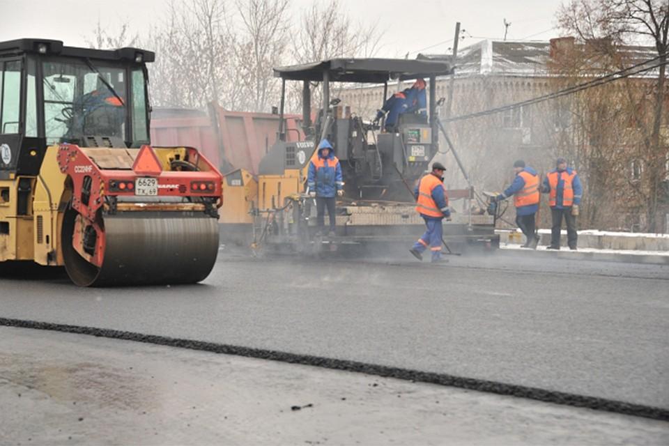 В Кирове будут продолжать комплексный ремонт дорог и тротуаров
