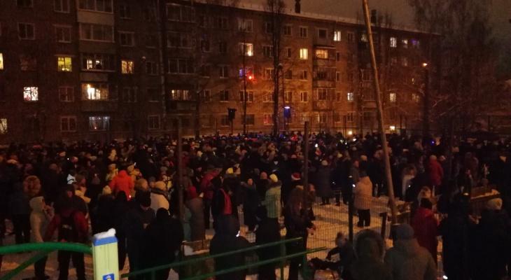Традиционную новогоднюю Кольцовскую дискотеку посетили сотни горожан