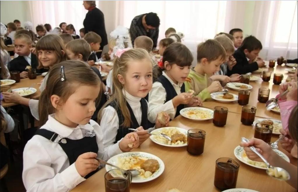 Ученики начальной школы будут питаться бесплатно