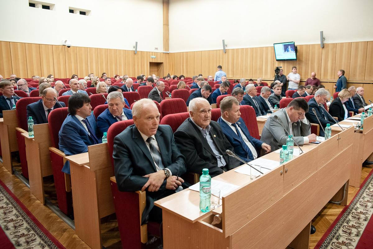Парламентариям регионального ЗакСа перед заседаниями будут мерить температуру