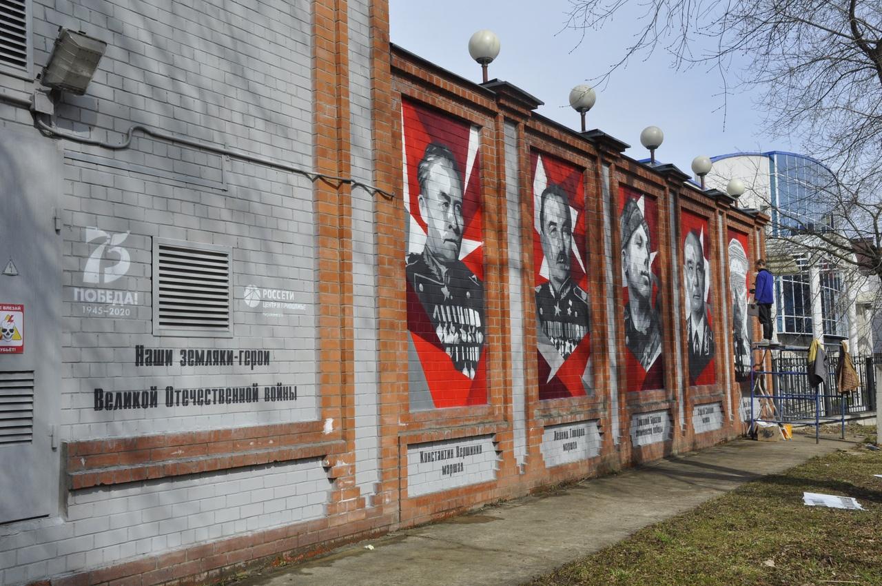 Парк Гагарина украсили портретами кировских героев ВОВ