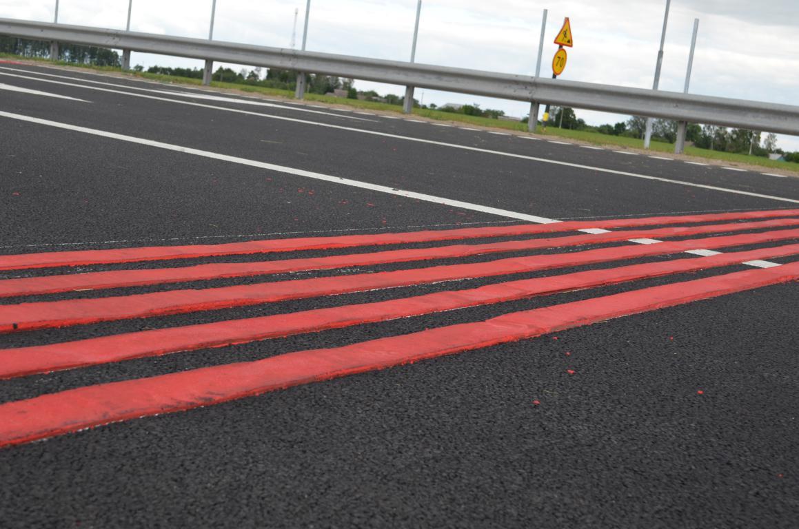 На пяти перекрестках кировских улиц появятся шумовые полосы