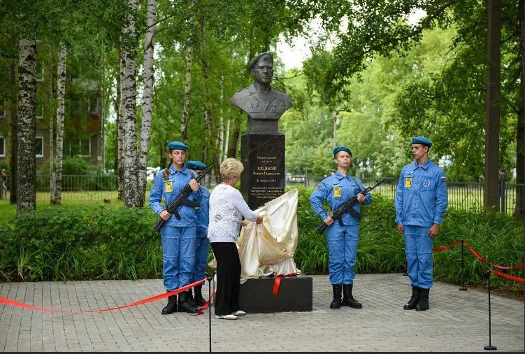 В Кирове установили памятник Василию Маргелову