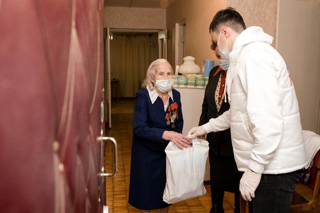 Кировские ветераны получили более 10 тысяч защитных масок