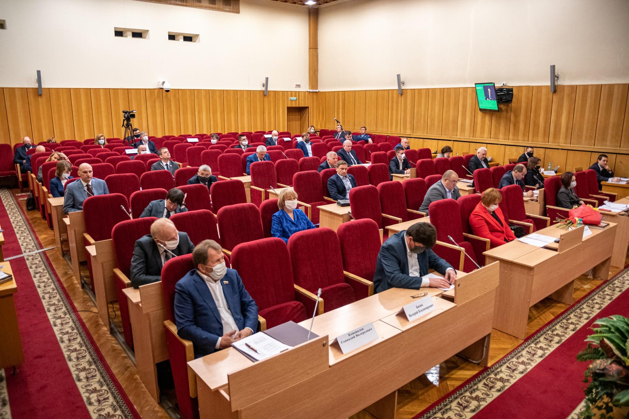 Парламентарии ЗакСа внесли предложение о сокращении платных должностей