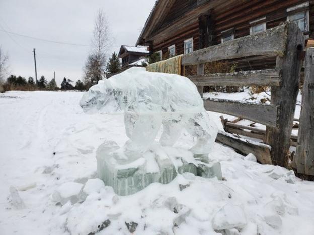 Деревню Нижний Починок украсили ледяными скульптурами
