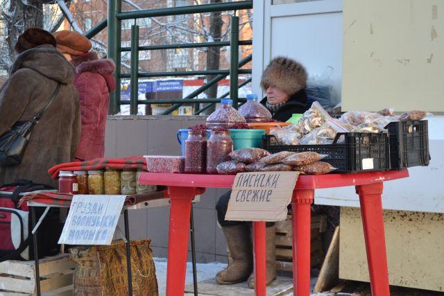 Бабушки вне закона: в Кирове предлагают штрафовать пенсионерок за несанкционированную торговлю