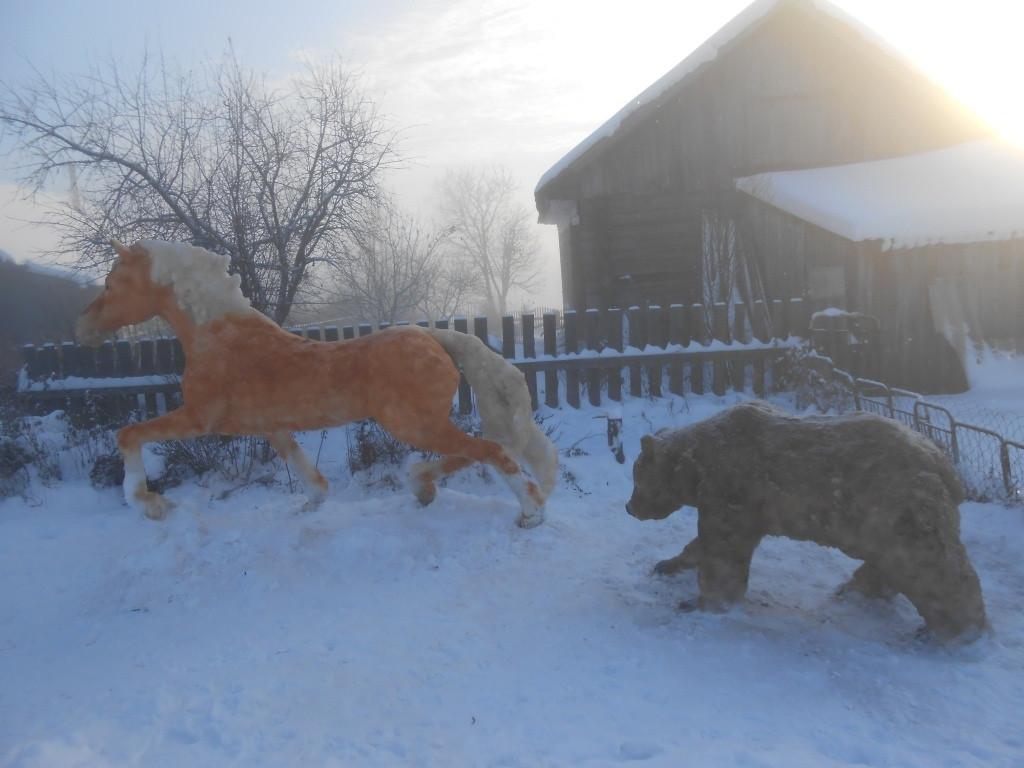 Тужинский мастер снова порадовал односельчан снежными скульптурами