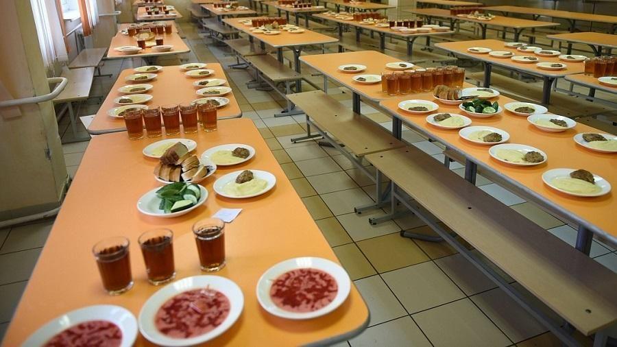 Глава администрации Кирова потребовал разобраться в ситуации с подменой школьных обедов