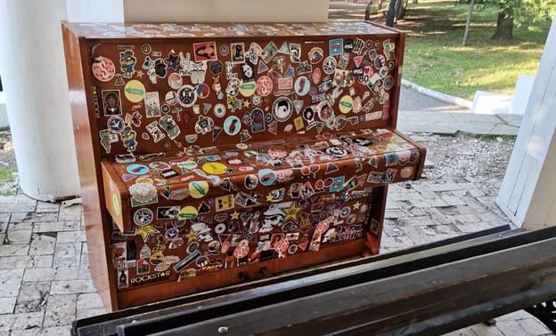В Александровском саду установили новый рояль
