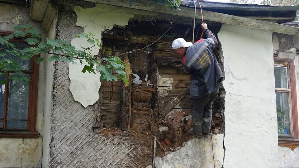 В ближайшее время обрушившуюся стену дома Чарушина починят