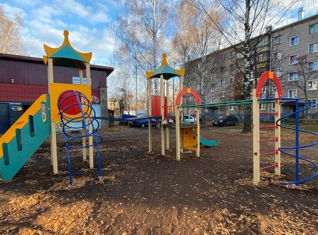 В Кирове построили некачественную и опасную детскую площадку