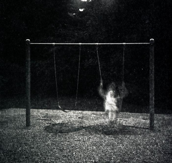 В Кирове появился призрак любитель качелей
