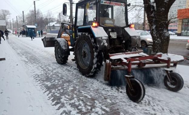В Кирове задействовали всю подготовленную ранее технику для уборки выпавшего снега