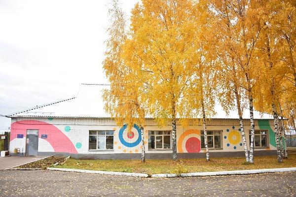 Колонию в Котельниче расписали в дымковском стиле